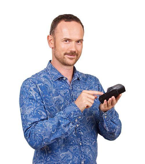 Martin Pavlík s přenosnou Bluetooth tiskárnou pro Android pokladnu miniPOS, www.miniPOS.cz